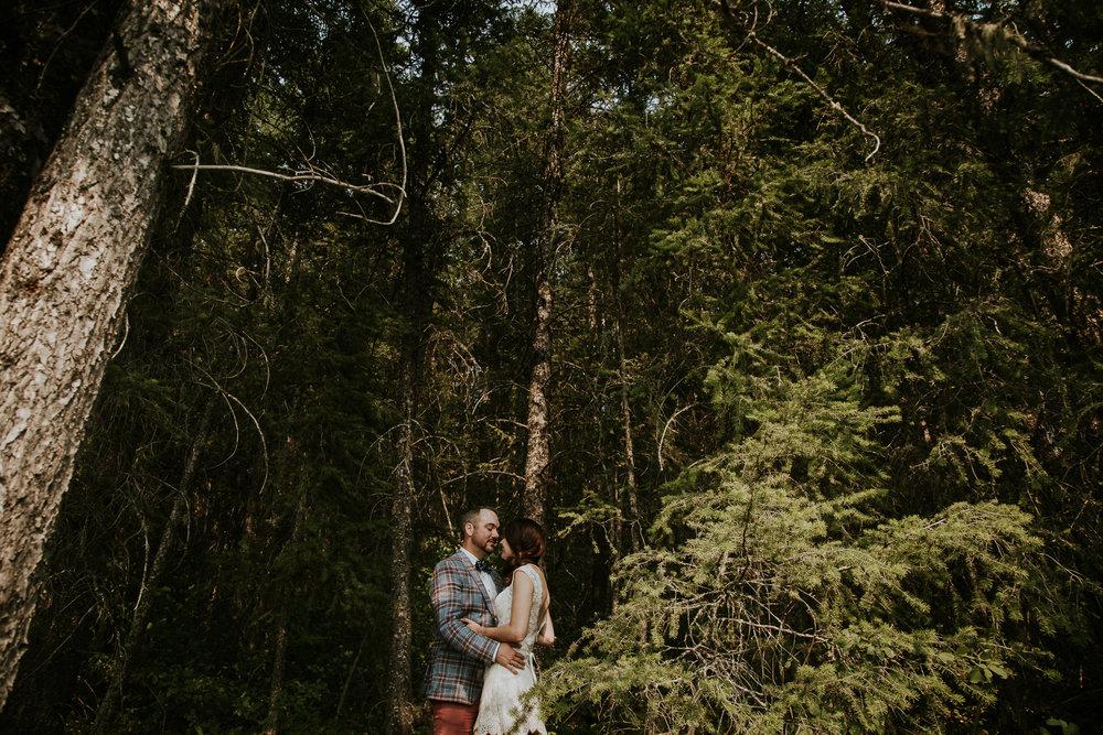 20170805-adventureelopementphotographercanada-canadaadventureelopement-adventureweddingphotographer-cedarlakewedding-goldenweddingphotographer-Rob and Dee-4433.jpg