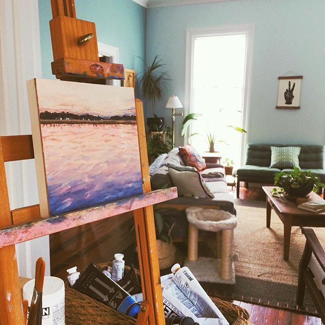 Finally set up a makeshift studio in the kitchen and made some time to paint yesterday! Shed comes this week, so here's to the guest room getting cleaned out soon so I can set up my studio for real!!! 🤞#creativespace #artistlife #backatit