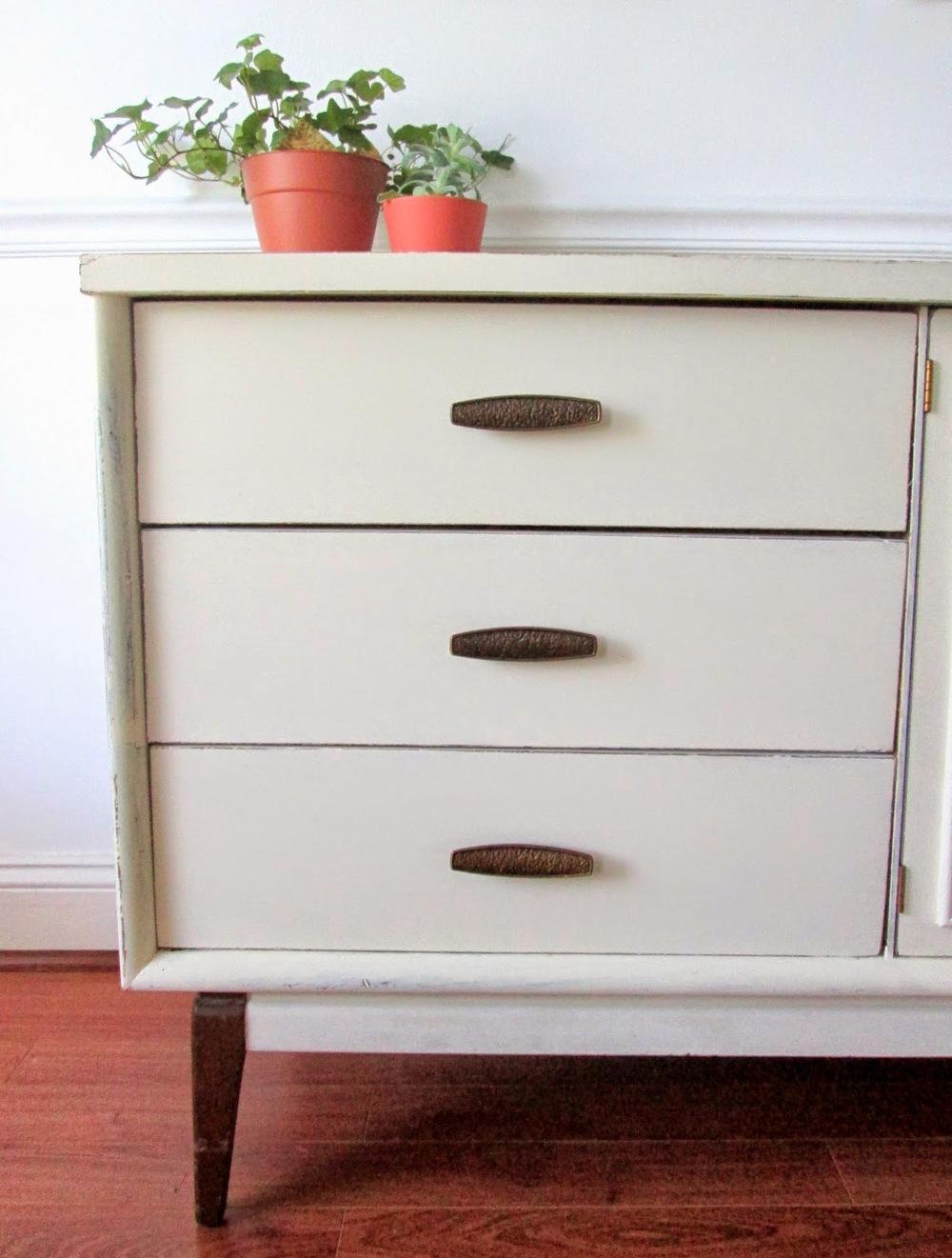Old+White+MCM+sideboard2.jpg
