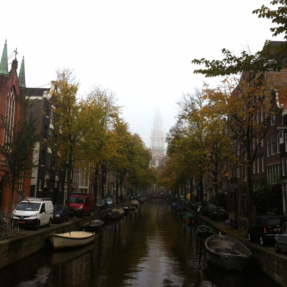 De oude binnenstad in de herfst. Heeeerfst! Zooooo moooooooooi! (Ik ben bijna bij het stadhuis)