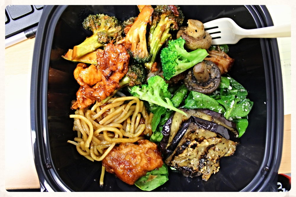 Bij Jack's Fresh betaal je per gram. Ik eet er vaak gegrilde groenten, gestoofde broccoli of een spinaziesalade