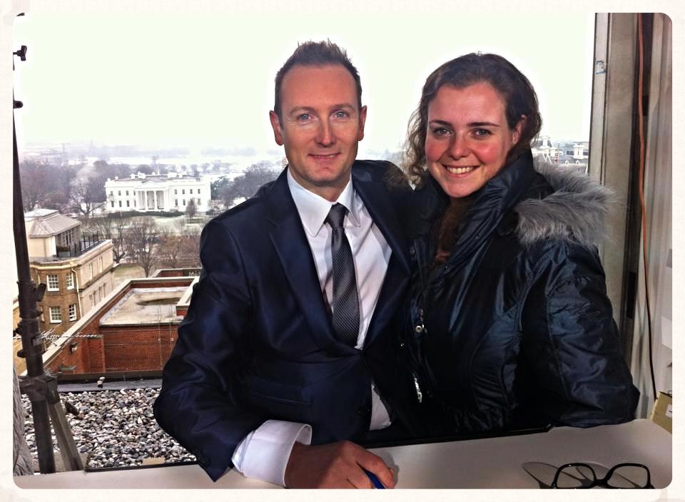 Wouter Zwart en ik op het dak voor opnames met het Witte Huis op de achtergrond :)