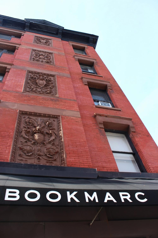 Marc Jacobs heeft zes winkels!Deze is voor boeken.