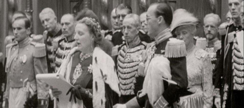 NTR/VPRO - Andere Tijden -1948: Leve de koningin!