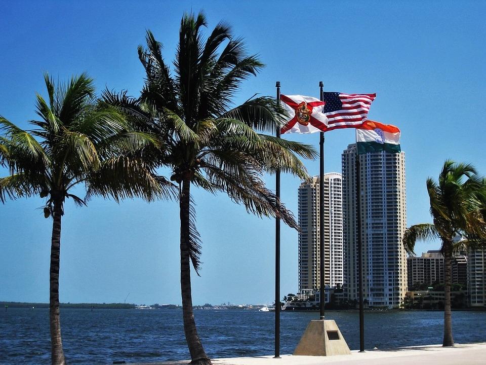 NOS -De Koude Oorlog voorbij: Cubaans Miami scherp verdeeld