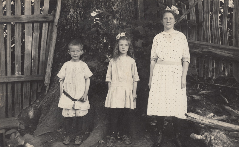 Another photograph of the Thorén children, this time in the logging community; there are no known photographs of their parents.