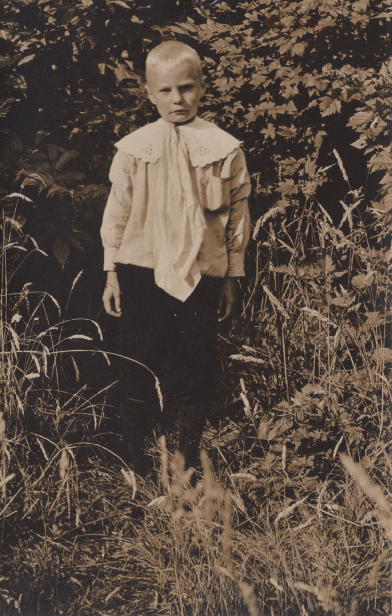 Eric Holger Pearson in traditional Swedish shirt, pants and boots days after his arrival to the Pacific Northwest woods, photographed by Erik Andreas Persson, 1910.