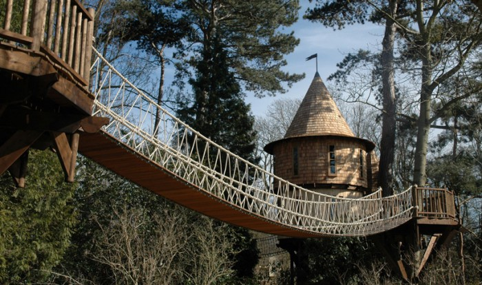 blueforest-living-the-highlife-treehouse-designboom-03-700x414.jpg