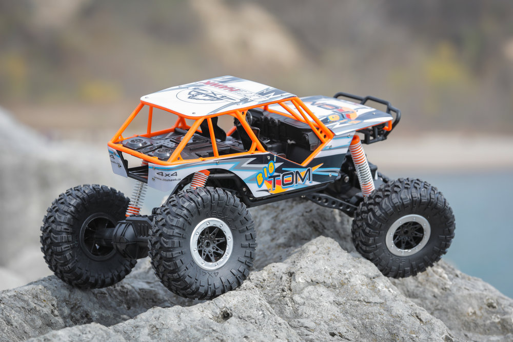 Incredible Suspension Travel - Big Tom brings the largest shocks ever put on a LiteHawk vehicle. Front and rear 4-link suspension allows for an incredible range of motion that enables the Big Tom to tackle a wide variety of obstacles.