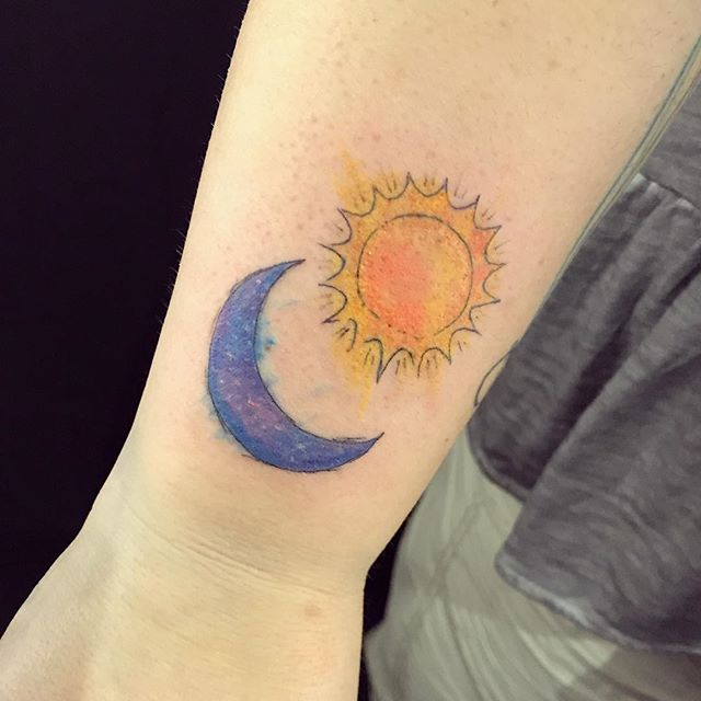 Some sketch style watercolour sun & moon! This was soooo much fun thank you. 💖  #tattoo #tattoos #watercolortattoo #watercolourtattoo #torontotattoo #torontotattoos #torontotattooartist #torontotattooartists #torontoinknews #yyz #thesix #the6ix #space #spacetattoo #femaletattooer #girlswithink #girlswithtattoos #tattooedgirls