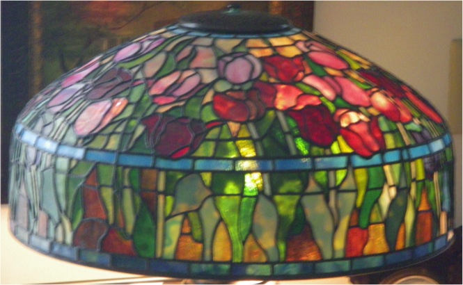 "18"" Tiffany Tulip Table Lamp"