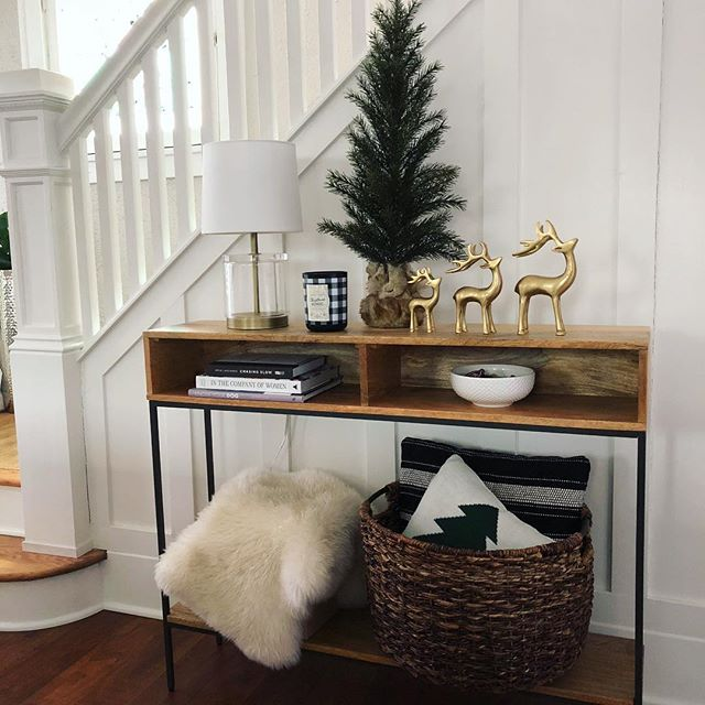 Who else leaves their Christmas decorations up?  My birthday is in January, so I usually try and stretch it to my birthday!  I was looking for an entryway table forever and I'm so happy with this @westelm one!