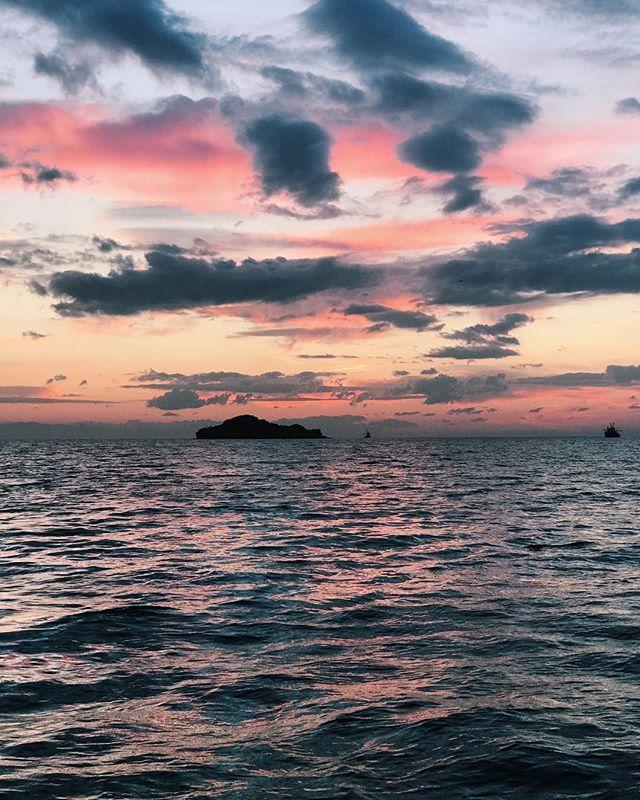 This is my view for the weekend #view #sea #weekend #cottoncandyskies #vanillasky #vsco #island #sea #ocean #mediterranean #aegeansea #izmir #candarli