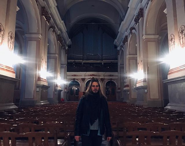 Just listened to Toccata and Fugue in D Minor under the full moon in Lviv, played with a pipe organ in a cathedral. 👹🧛🏼♂️🦇 #melodythatplaysinyourheadwheneveryouseeapipeorgan #almostvampire