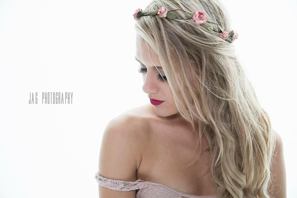 www.ashleybieniarz.com - Pianist | Singer-Songwriter | Winnipeg Music Blogger Maxine Peters