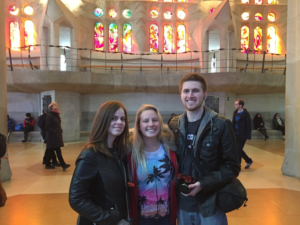 Melissa and friends enjoy the beautiful sights within Barcelona, Spain. // Melissa Ratter