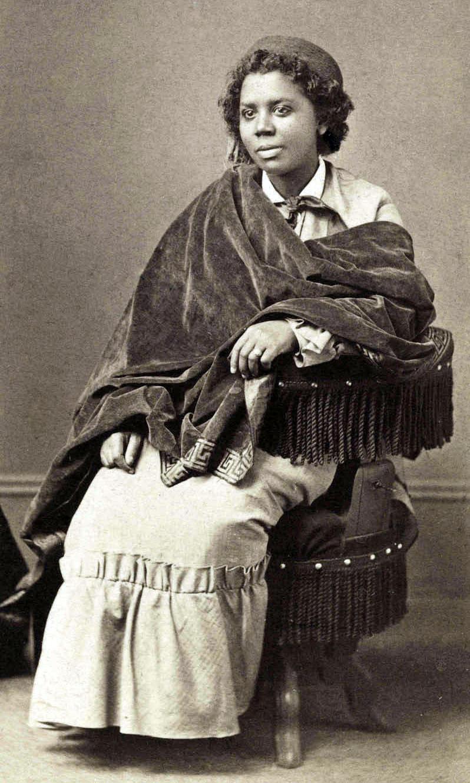 Edmonia Lewis, Albumen print, c.1870   PC: Wikimedia Commons