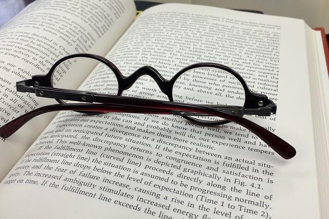 glasses-568408_640.jpg