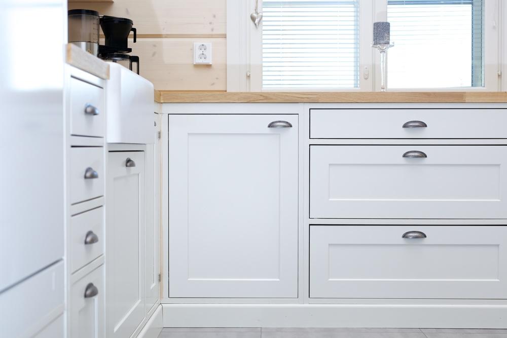 Perinnekeittiö tarkoittaa 1900-luvun alun keittiörakentamisen tyylisuuntaa. Kaapistot tehdään kokonaan puusta, ja niiden runko jätetään näkyviin. Näyttävät liitokset ja puun läsnäolo tuovat keittiöön aivan omanlaista tunnelmaa.