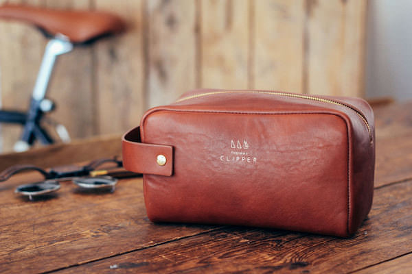 Premium grooming gift – Tuscan leather wash bag by Thomas Clipper