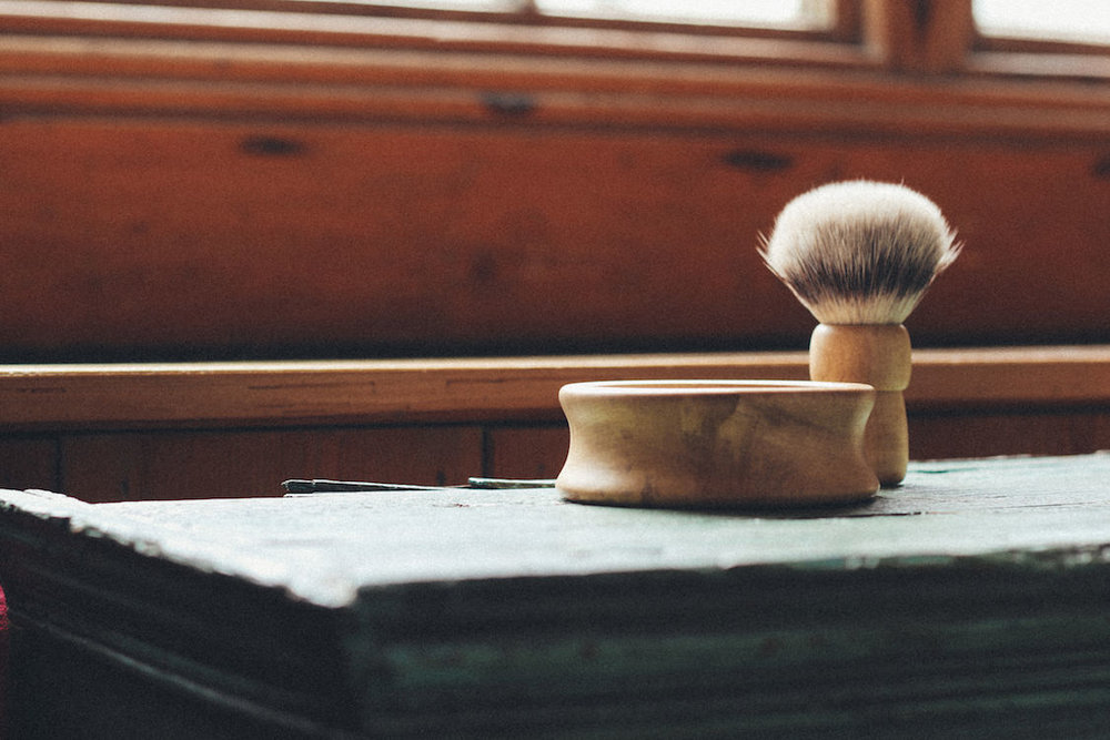 Heritage handmade shaving set, made in Britain, funded on Kickstarter and available online.