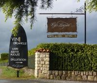 Familieejet vingård beliggende i byen Lezan. Vingården producerer hvert år mellem 15 og 30 hl. vin på de ca. 35 hektar marker. Al vinen er økologisk og uden tilsatte sulfitter. Domainet har været økologisk siden 2009.