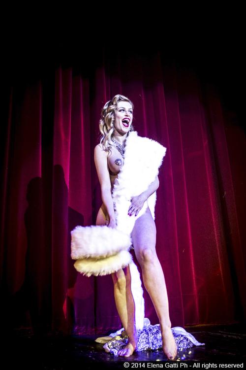 ageniza-di-burlesque-milano-spettacolo.jpg