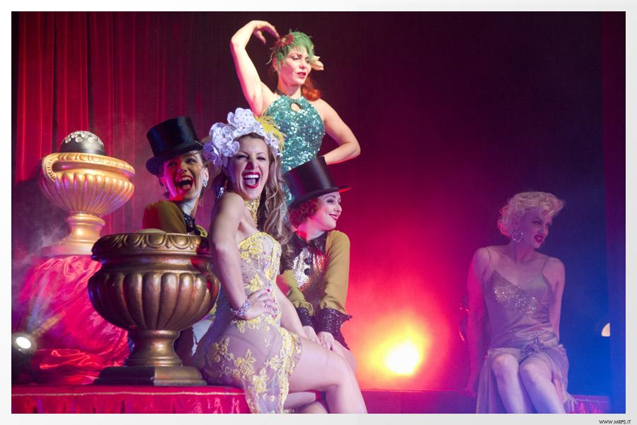 ageniza-di-burlesque-spettacolo-circense-milano-italia.jpg