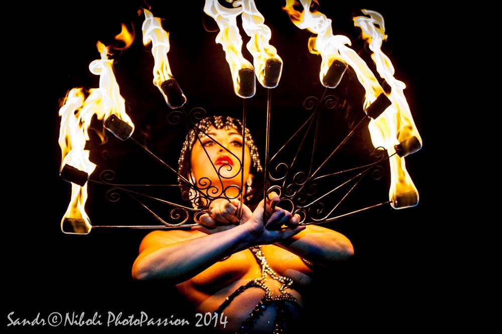 ageniza-di-burlesque-voodoo-deluxe-martini-milano-fire-show.jpg