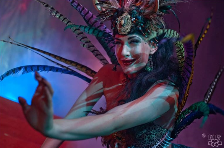 ageniza-di-burlesque-voodoo-deluxe-milano-bertsy-rose.jpg