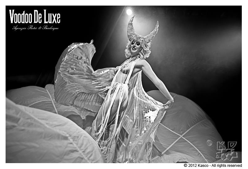 burlesque-milano-agenzia-voodoo-deluxe-spettacolo.jpg