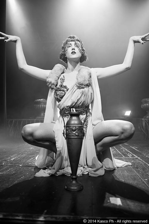 burlesque-revue-milano-agenzia-voodoo-deluxe-2.jpg