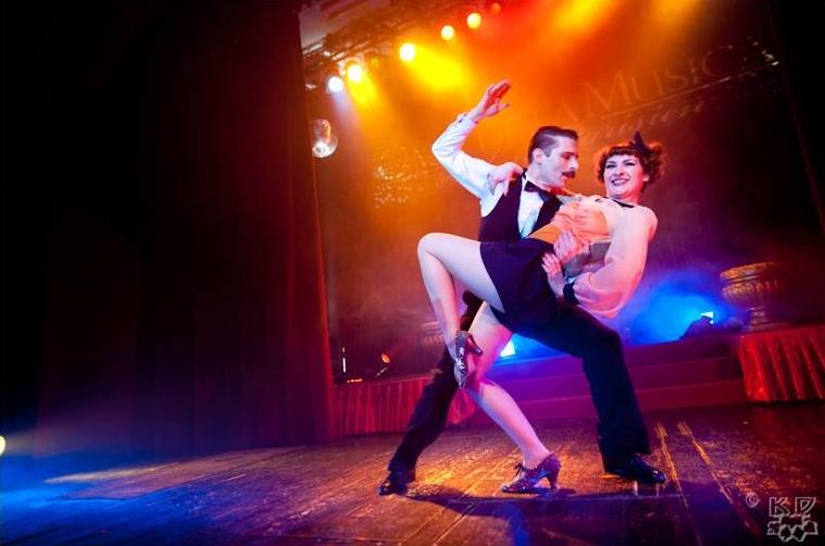 swing-burlesque-revue-kasco-agenzia-voodoo-deluxe.jpg