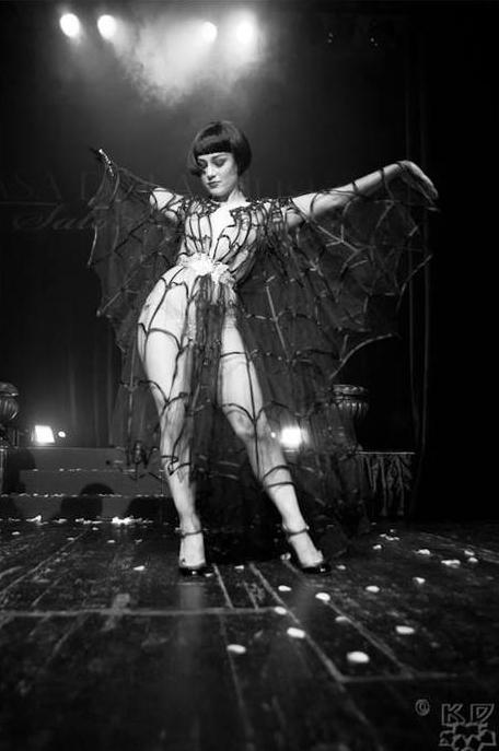 burlesque-revue-milano-agenzia-voodoo-deluxe-3.jpg