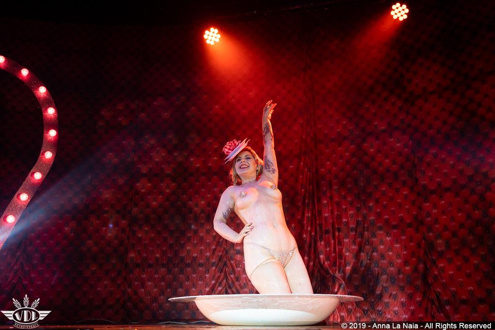 Royal Burlesque Anna La Naia