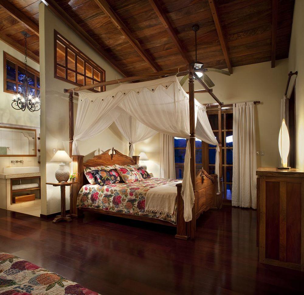 komp-FincaAustria_Villa Mariposa_Masterbed room-1.jpg
