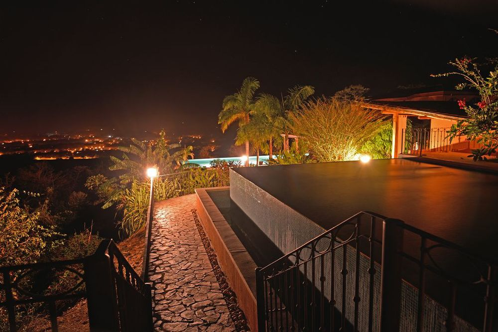 komp-FincaAustria_Villa Mariposa-night-1.jpg