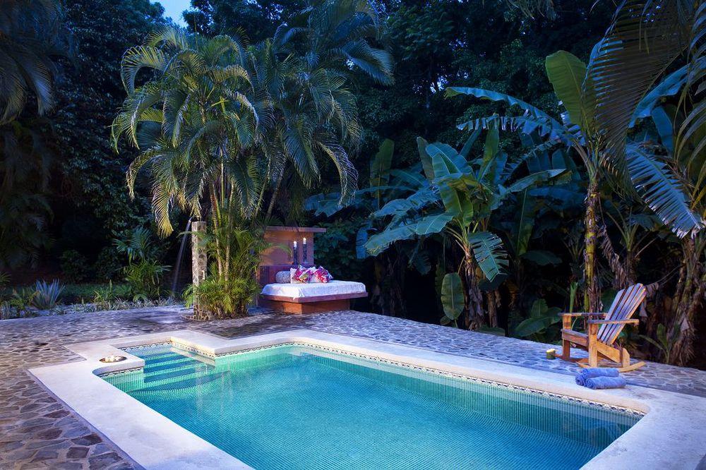 komp-FincaAustria_JungleLodge-_terrace-7.jpg