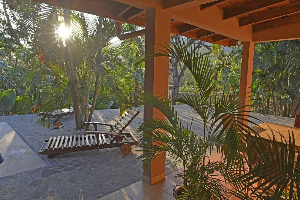 komp-FincaAustria_JungleLodge-_terrace-6.jpg