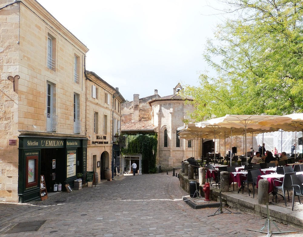 The picturesque village of St-Émilion offers tastings, glorious architecture and some excellent restaurants, too.