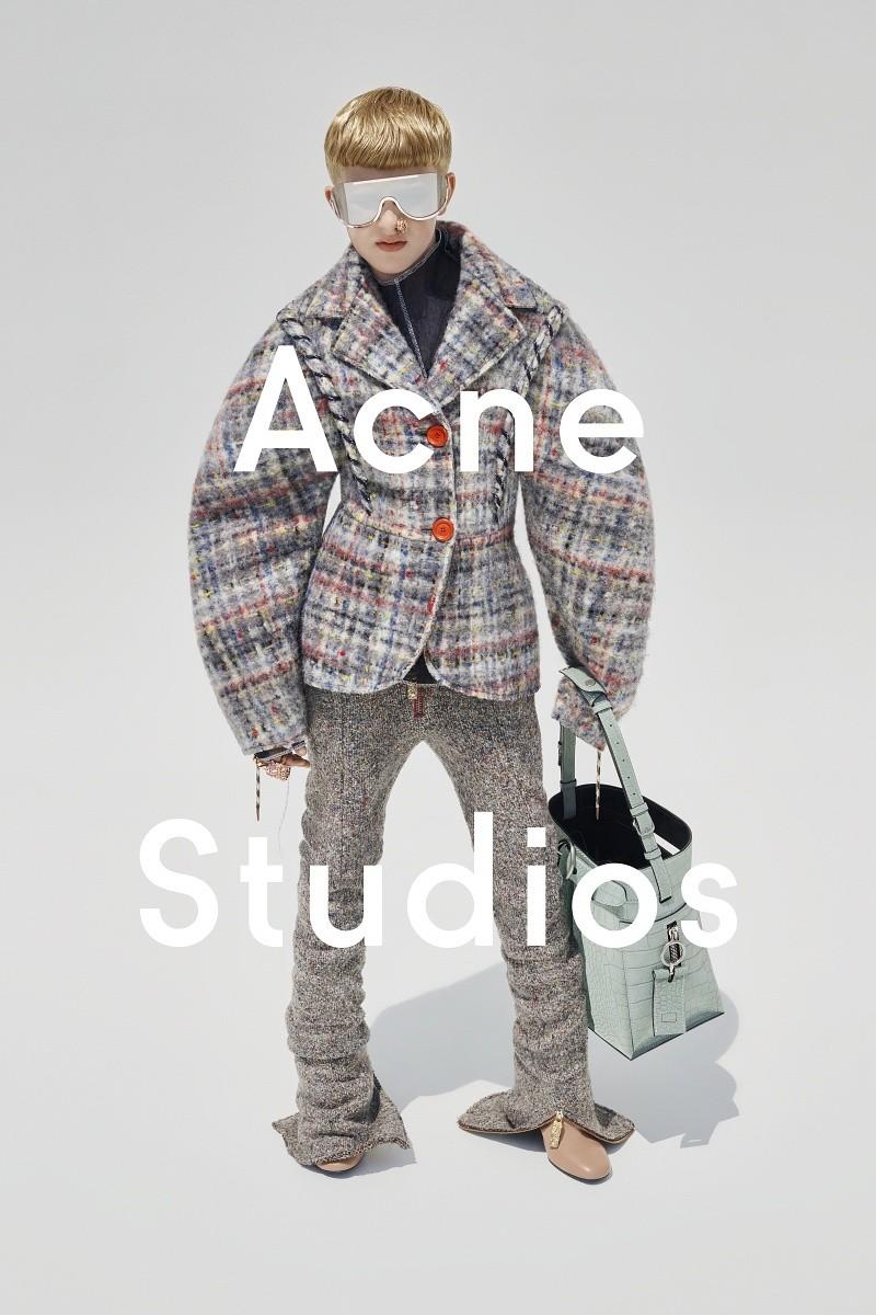 acne-studios-fw15-campaign-3-800x1200.jpg