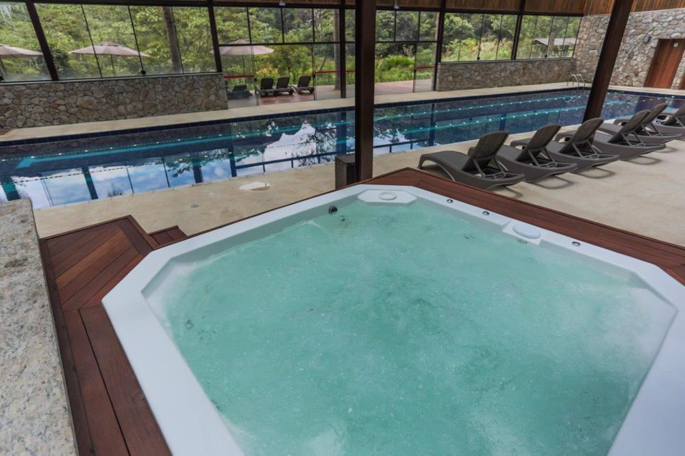 Jacuzzi e piscina coberta