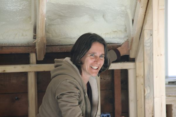 Rachel Conly identifies an air leak at a joint where the roof system meets the wall system during blower door testing.