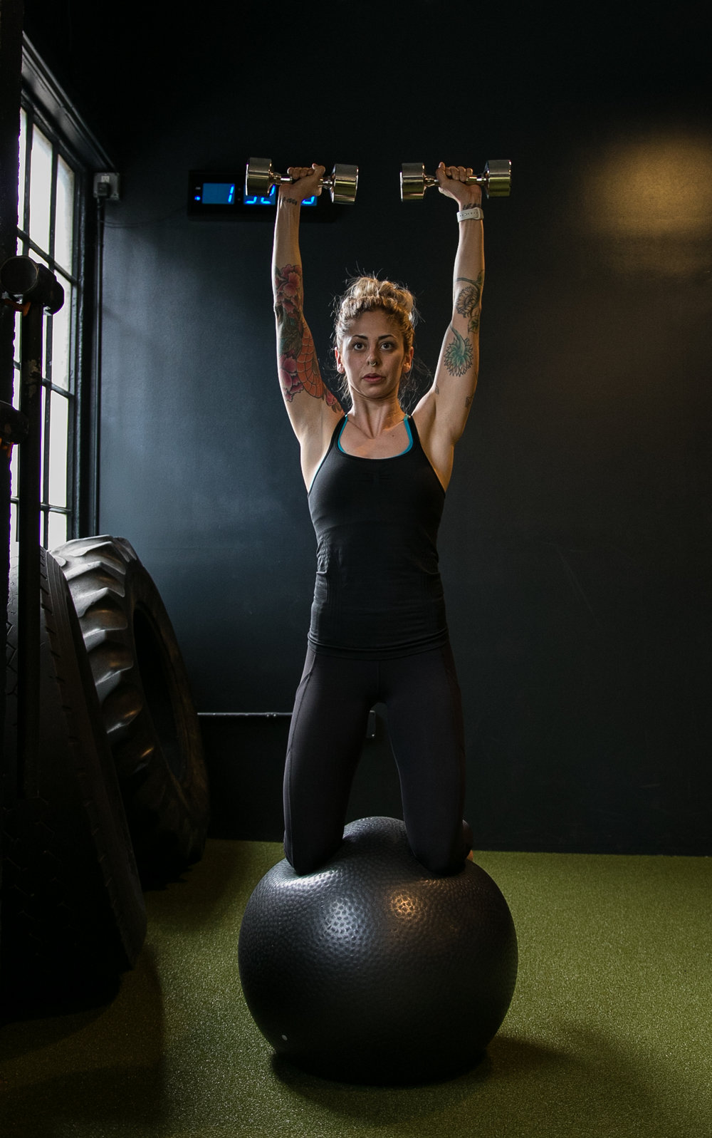 DIAKADI Trainer Nicolette Amarillas dumbell push press stability ball.jpg
