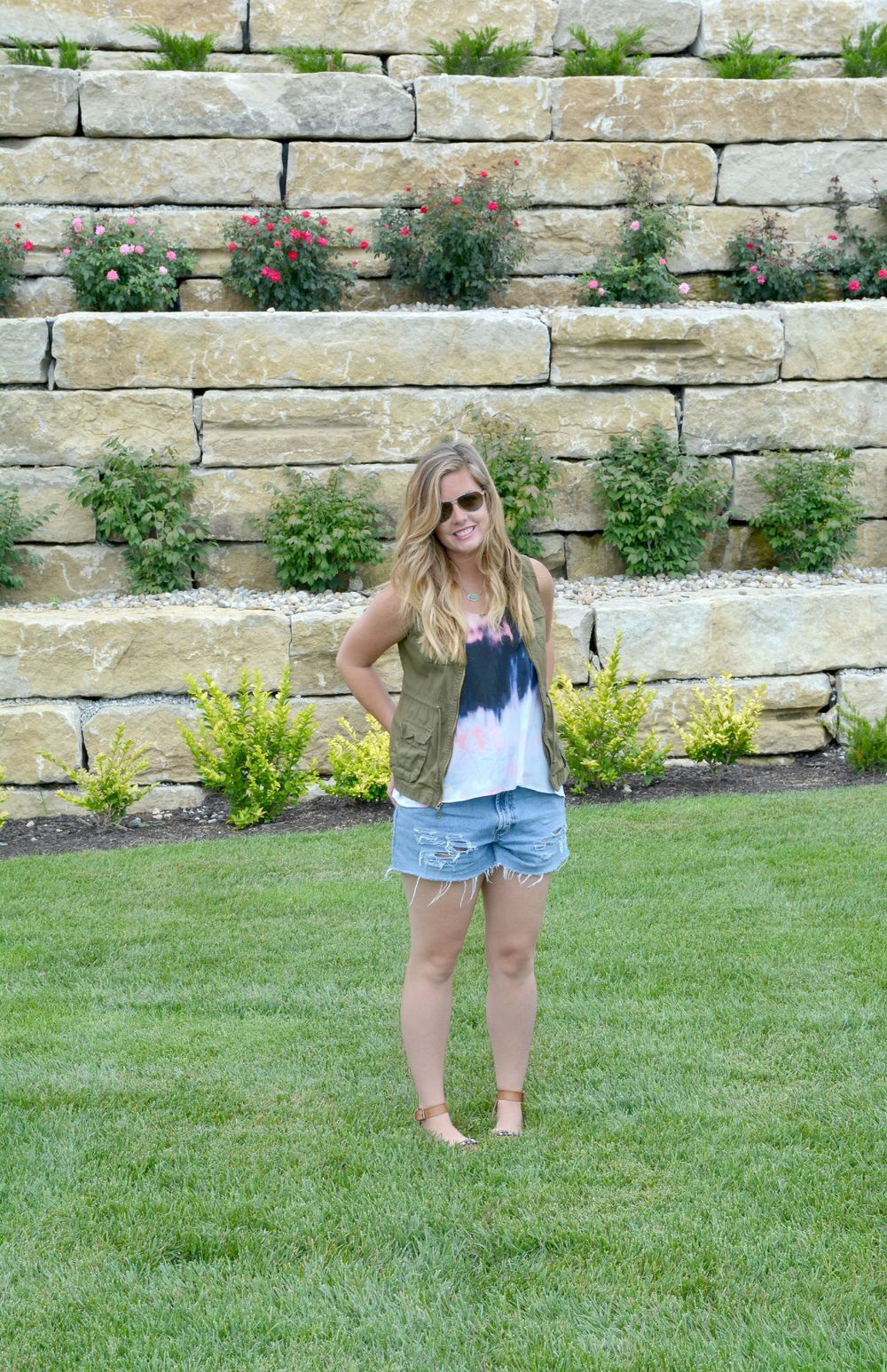 Summer Look: tie dye tank cargo vest and vintage short on Sophisticaited.com