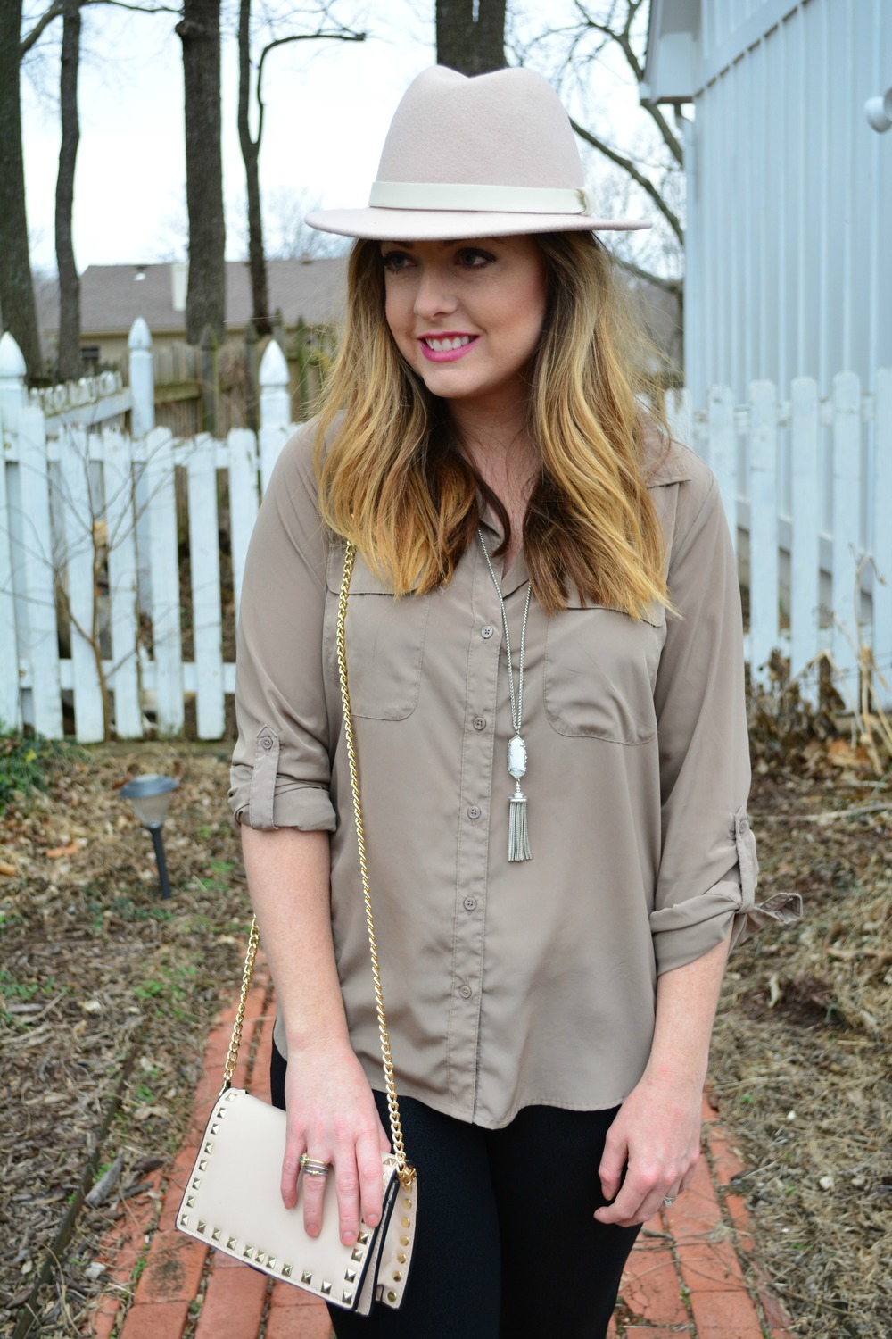 Neutral outfit for spring