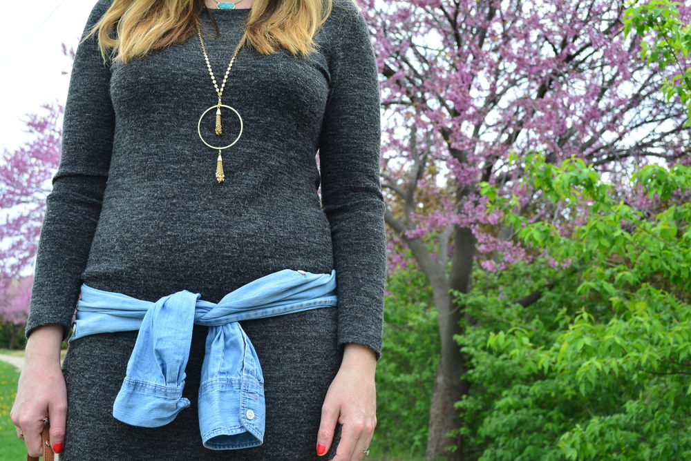 Maternity style: Midi dress with chambray shirt tied around waist with sneakers for spring