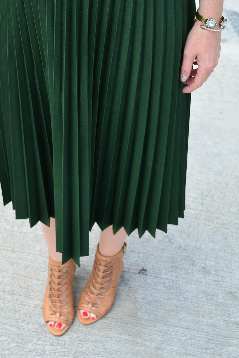 Accordion skirt and tan Sam Edelman sandals for a sassy maternity look