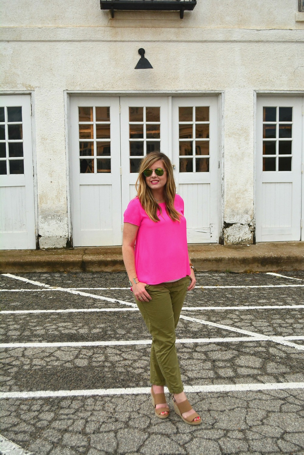 Pink top + green pants #maternitystyle