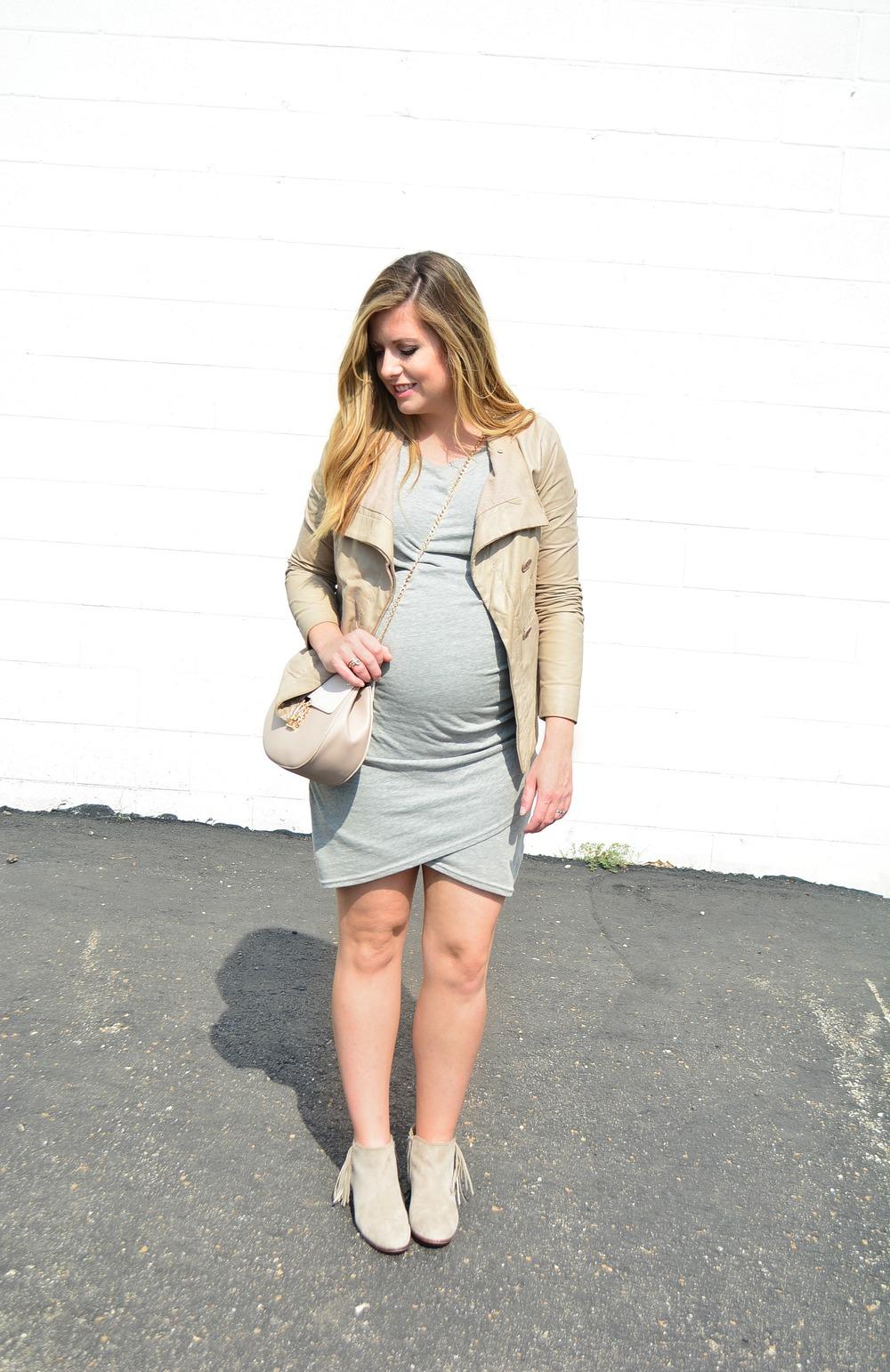 Neutral maternity look